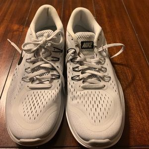 Nike woman sneakers 7.5